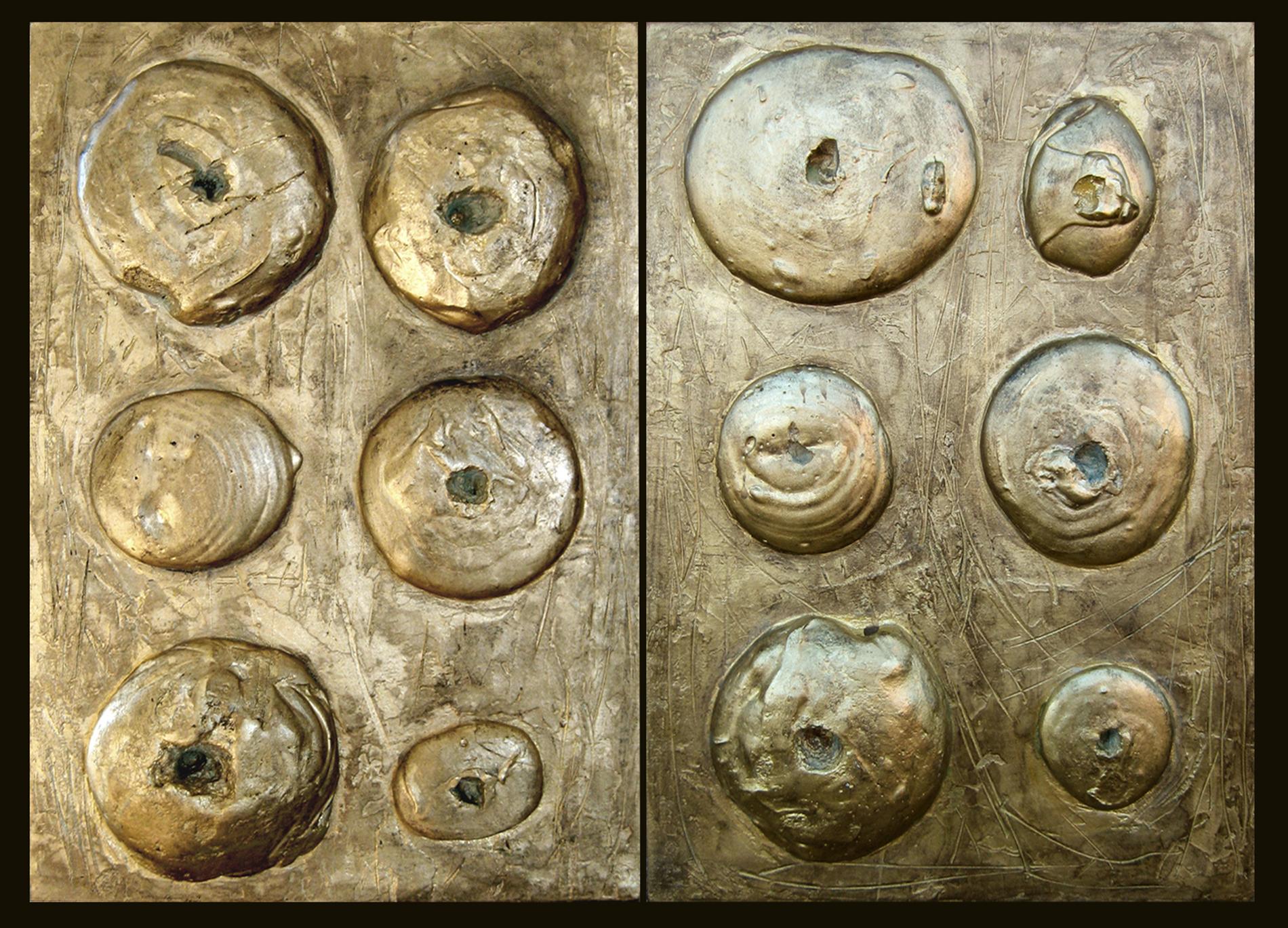 Moduli Vulcano oro Collezione privata Roma Gesso modellato su multistrato. Colorazione oro