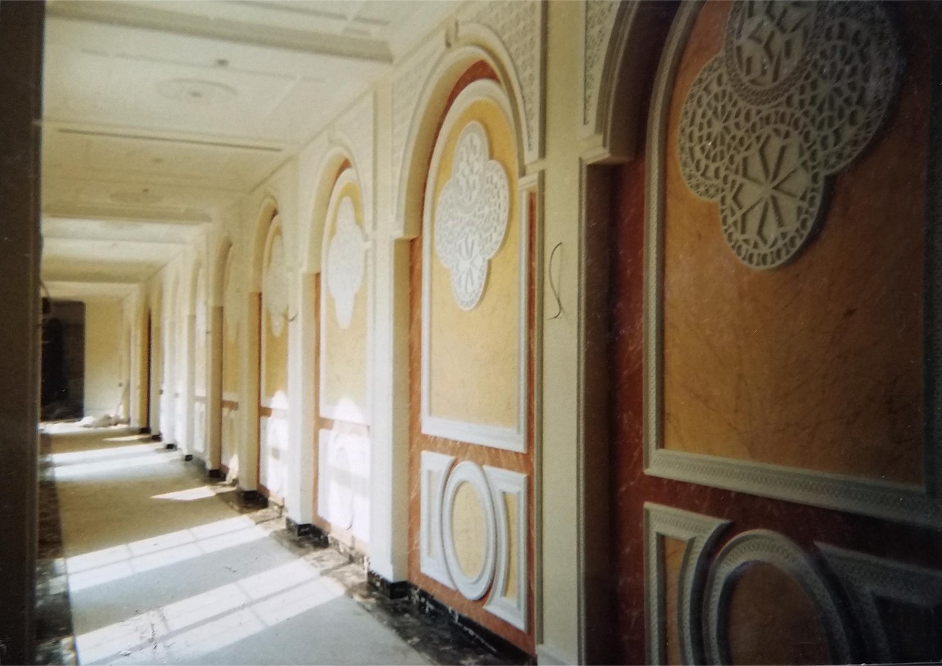 Club dei Diplomatici Doha Qatar Finti marmi.Tecnica mista. Colorazione su muro ad acrilico. Mq 1000