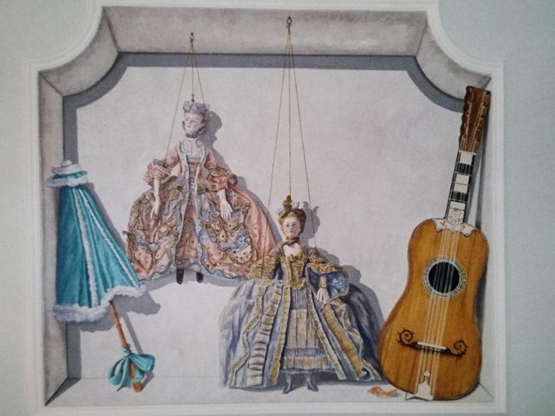 """""""La stanza del cavaliere"""" ristorante decorato, pareti decorate , trompe l'oeil, trompe l'oeil """"La stanza del cavaliere"""", tela dipinta incollata su parete, trompe l'oeil con oggetti strumenti musicali e animali"""
