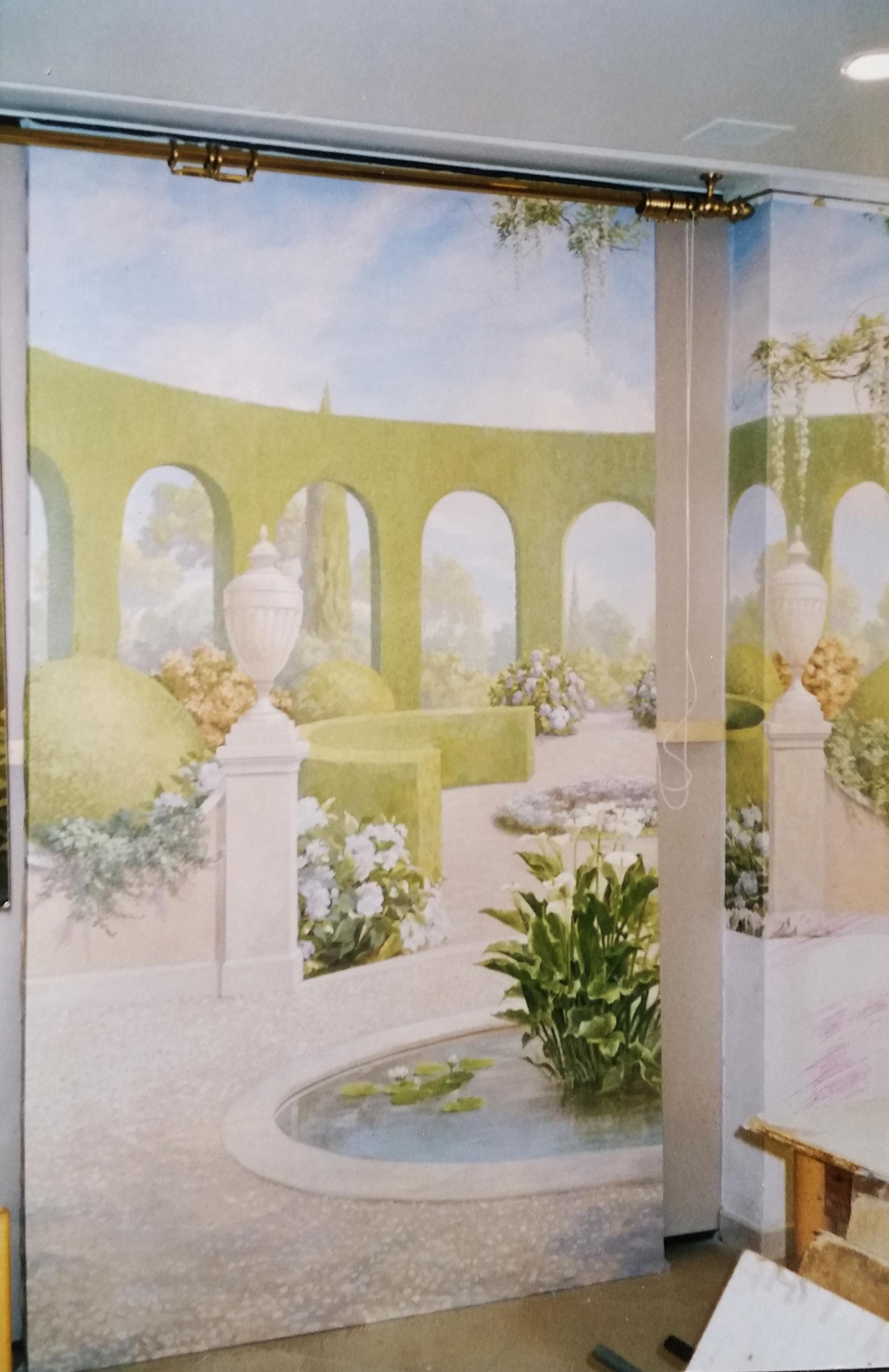 trompe l'oeil per showroom, trompe l'oeil sala cerimonie, acrilico su tela, decorazione con grillage e rose, decorazione per alberghi, decorazione per ristoranti, trompe l'oeil con statue e giardino fiorito, trompe l'oeil con giardino e cherubini, trompe l'oeil con veduta romantica, trompe l'oeil decorati con grillage, trompe l'oeil per showroom, trompe l'oeil su parete, trompe l'oeil su tela incollata al muro, trompe l'oeil con giardino e statue, veduta con giardino e statue
